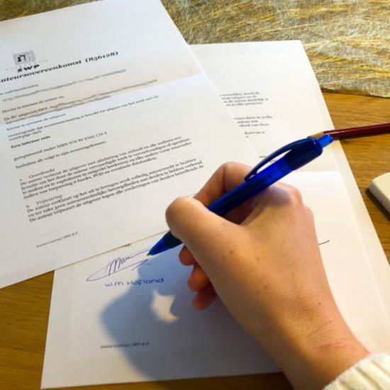 De auteursovereenkomst is ondertekend